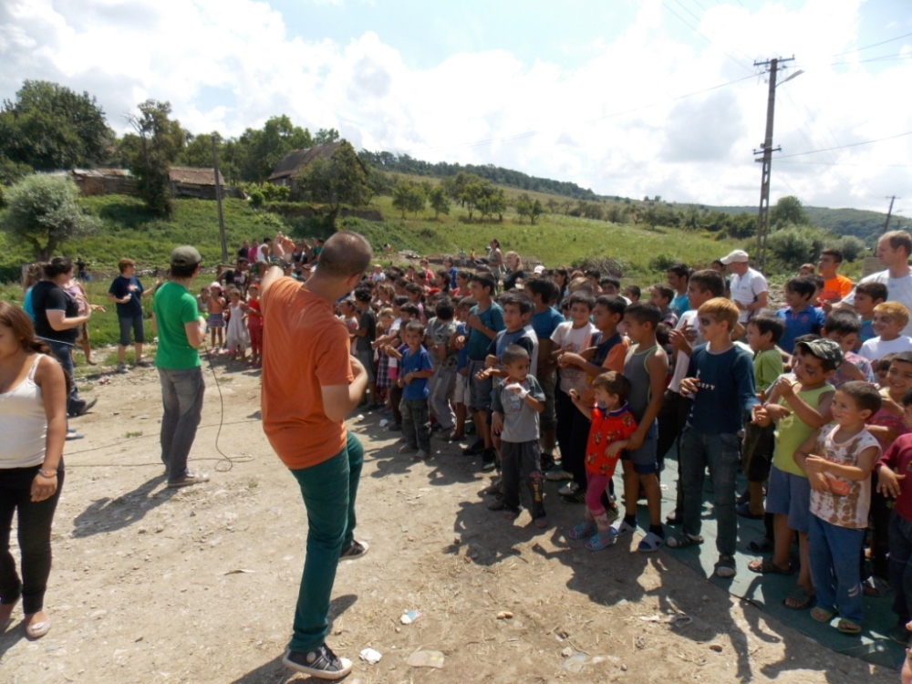 Singing with the kids in Vânători