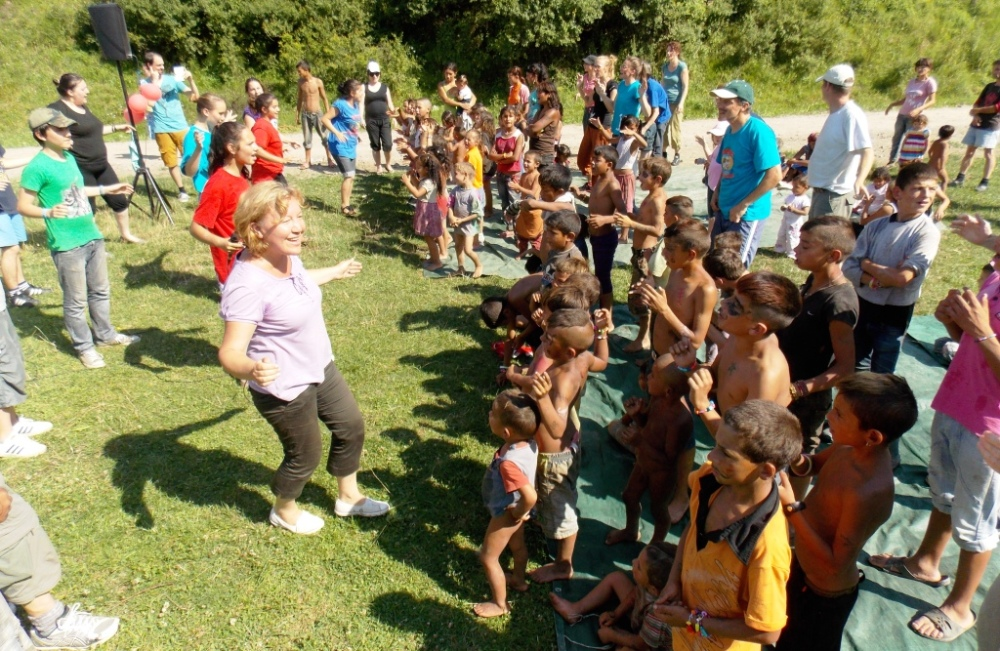 Singing with the kids in Albești
